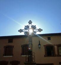 Croix de mission. Place de l'Eglise. Champdieu