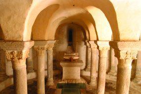 Crypte romane du onzième siècle de l'église de Champdieu