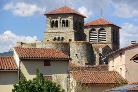 Vue des deux clochers de l'église depuis l'Est